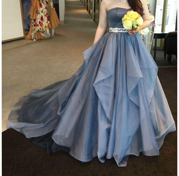 ブルー系でふわっとしたカラードレスを求めて