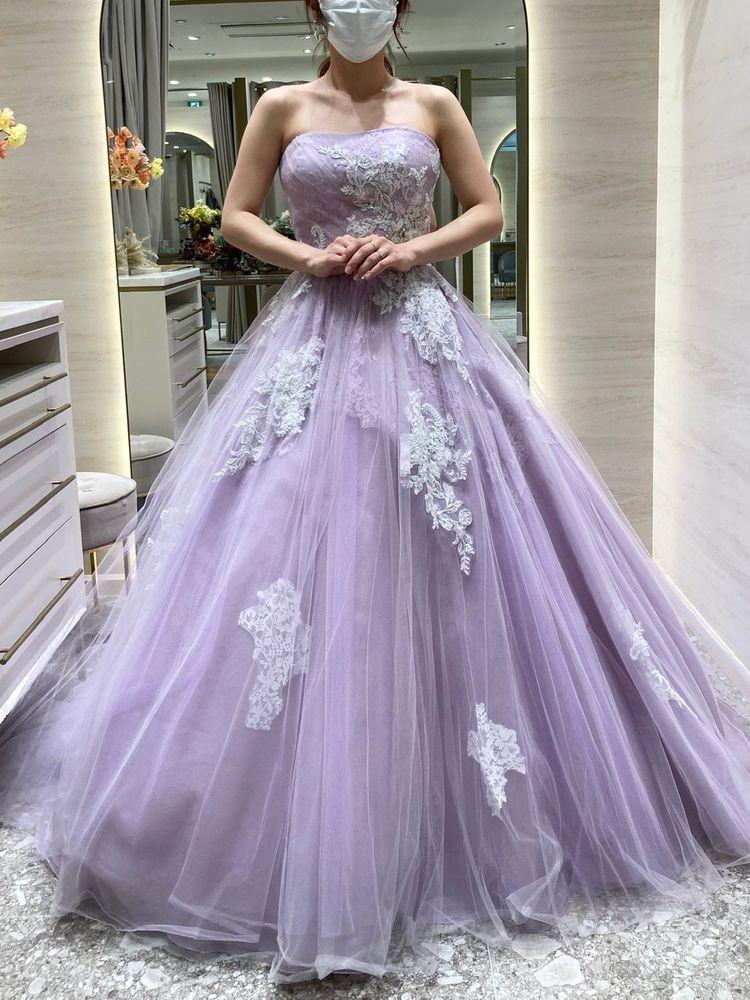 可愛らしいパステルカラーのドレス