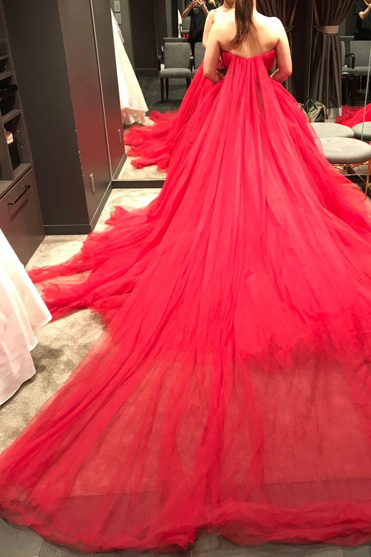 ふわふわの赤ドレス