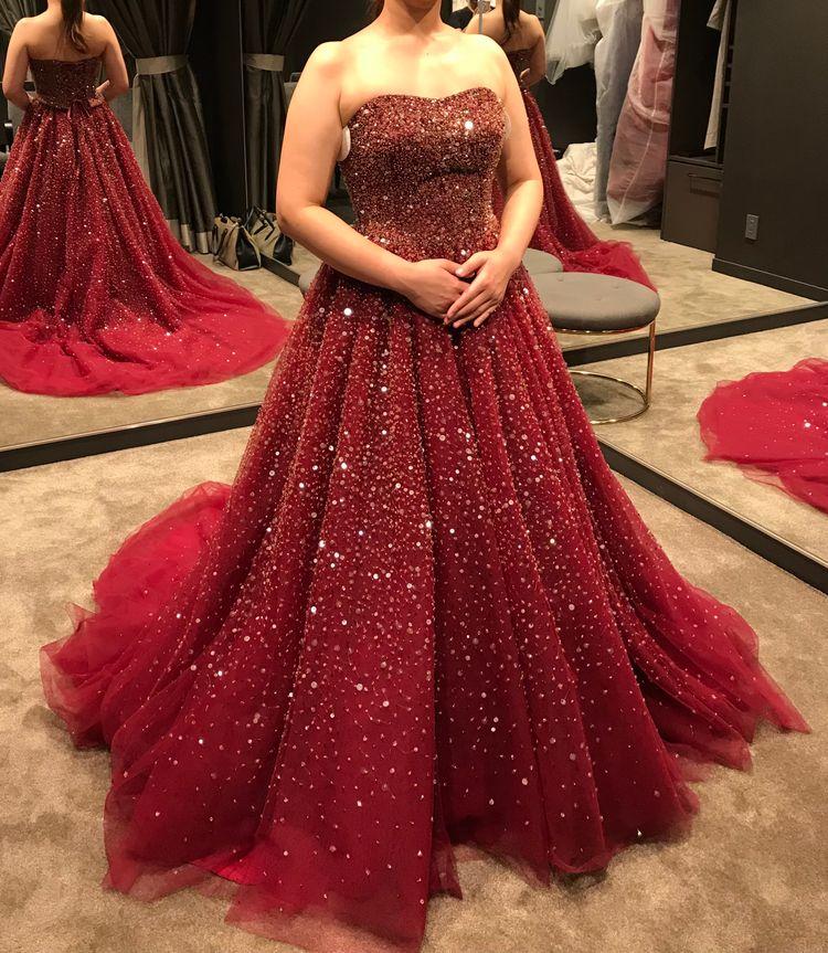 キラキラの赤ドレス