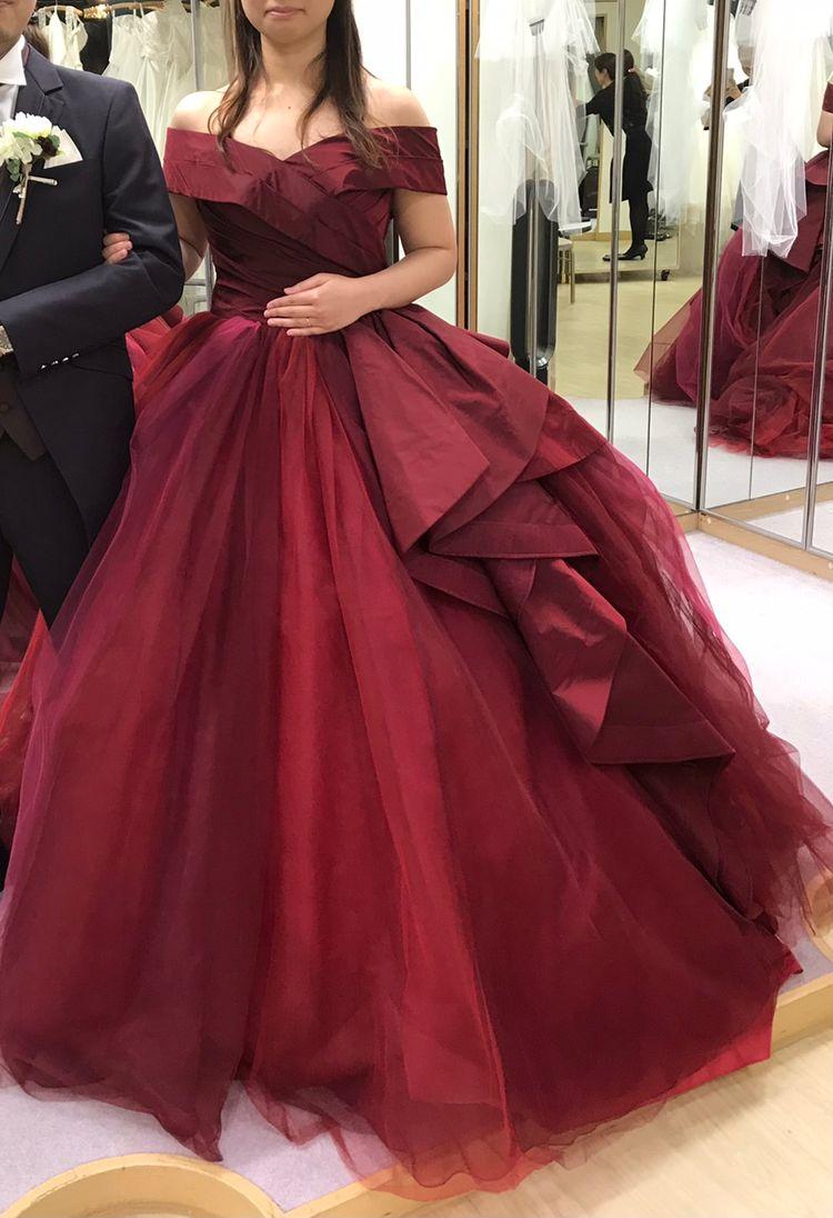 キヨコハタの赤いドレス