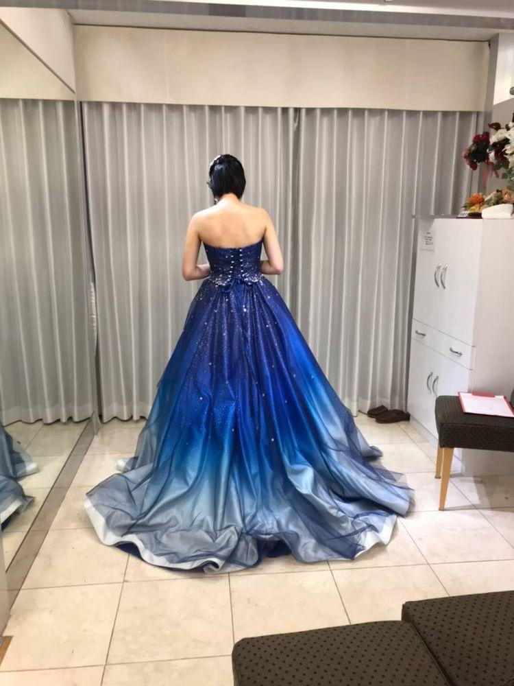 ブルーのグラデーションドレス