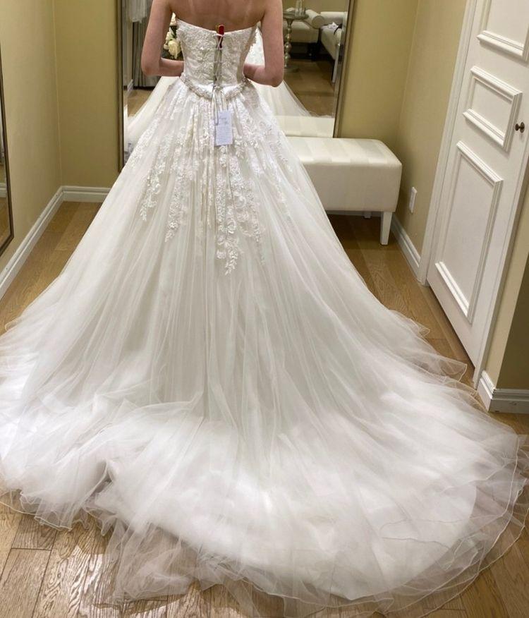 Aラインの花柄ドレス