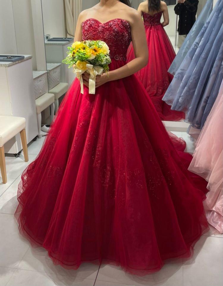 赤いハートカップドレス