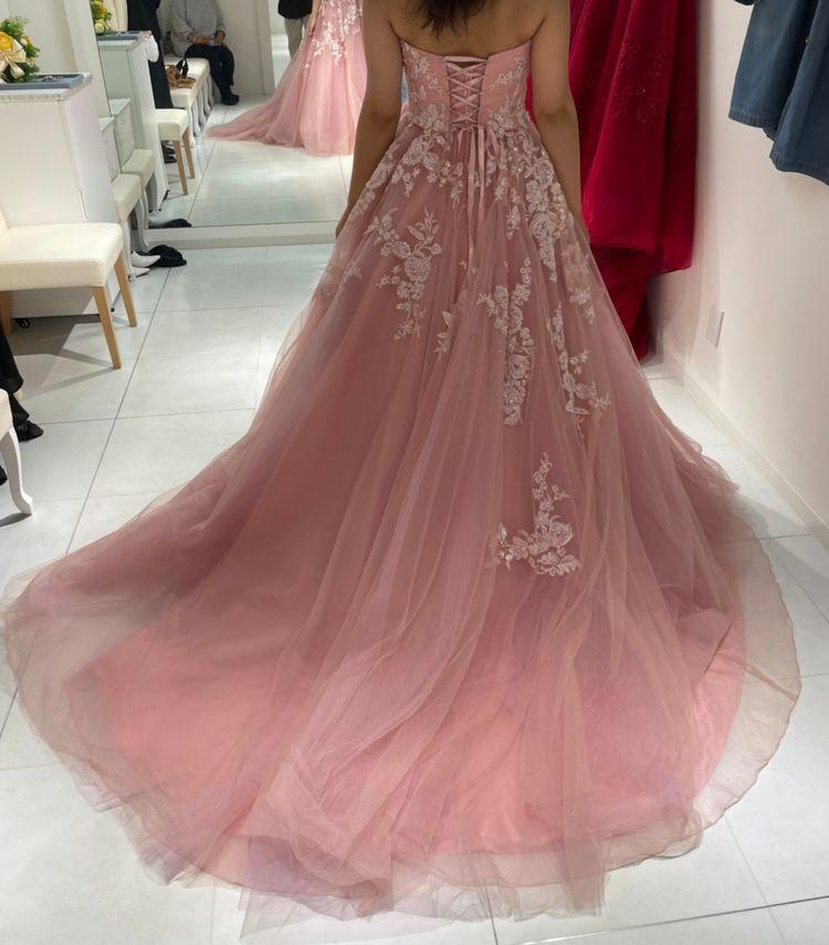刺繍が可愛いサーモンピンクドレス
