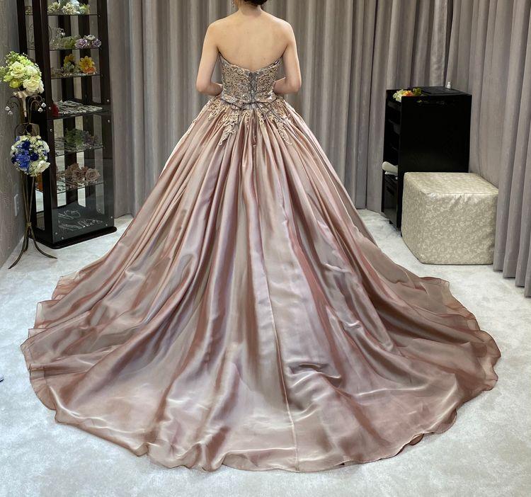 洗練されたカラードレス