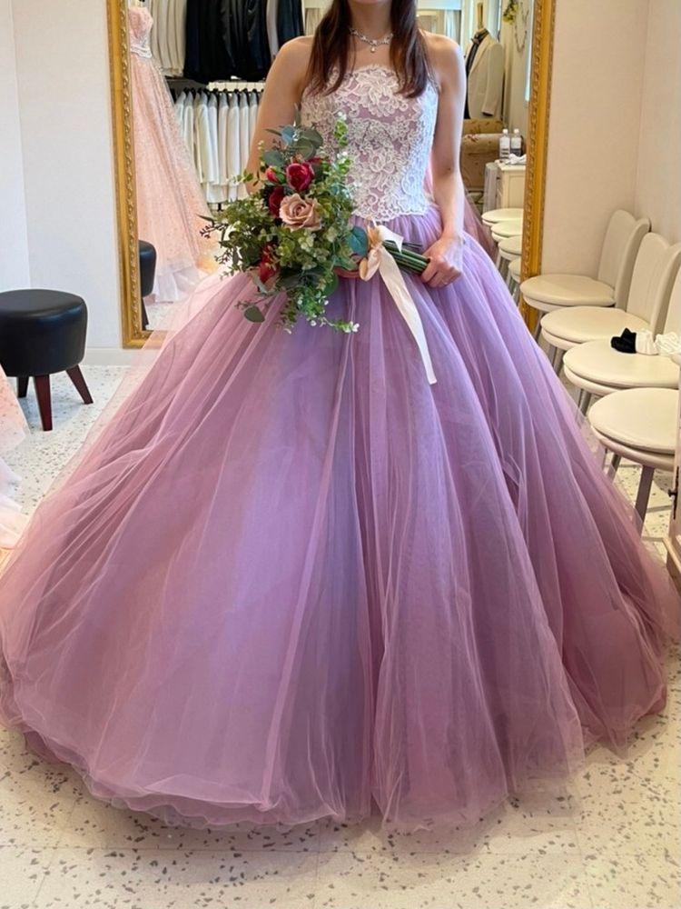 パープルの色味が素敵なドレス