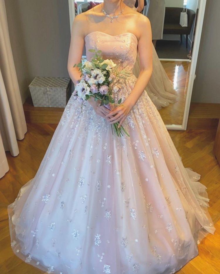 刺繍がたくさんのドレス