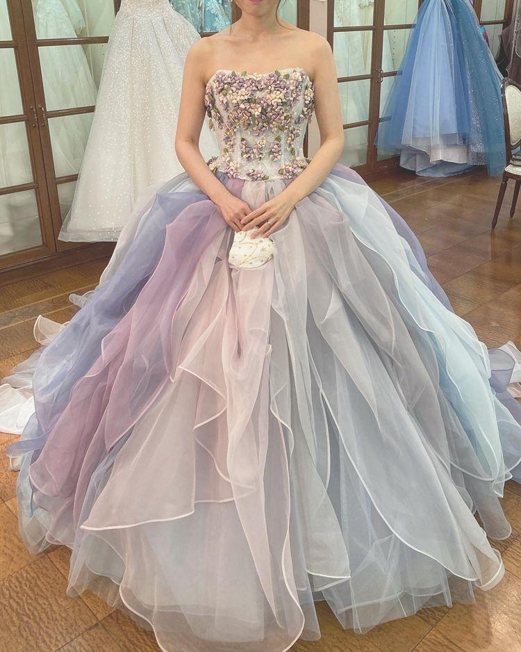 シャーベットカラーが可愛いリボンドレス