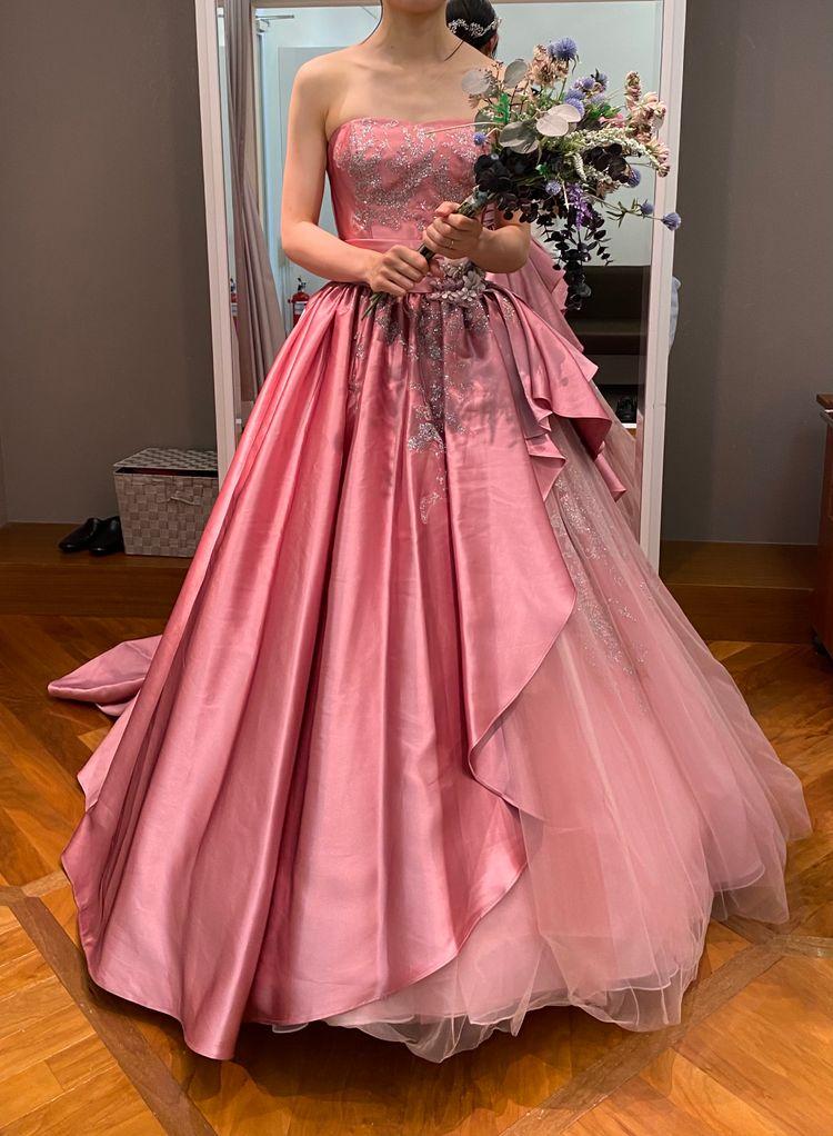 流行りの大人ピンクドレス