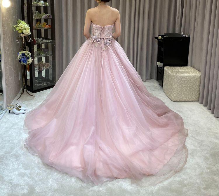 優しい雰囲気を出してくれるドレス