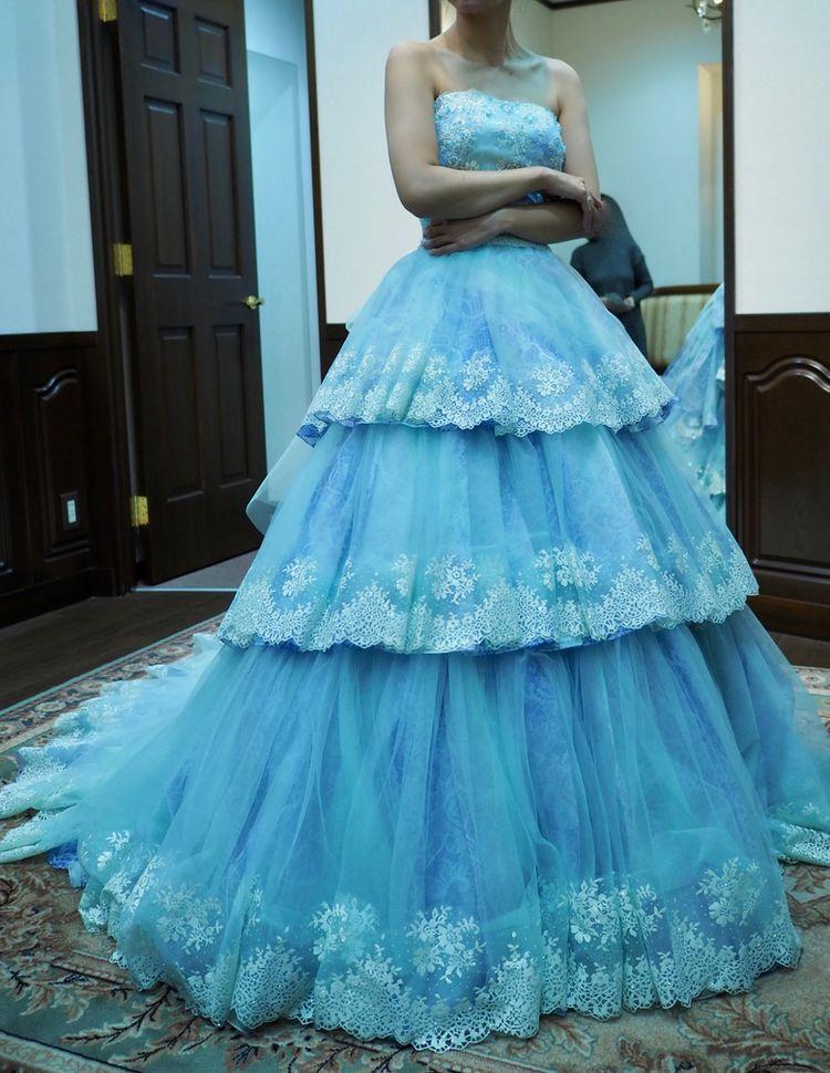 雪の女王を思わせる綺麗系ドレス