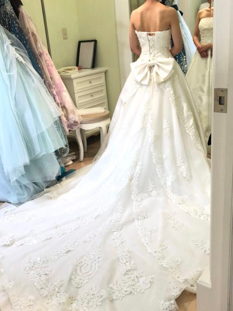 キラキラとした刺繍が可愛いドレス