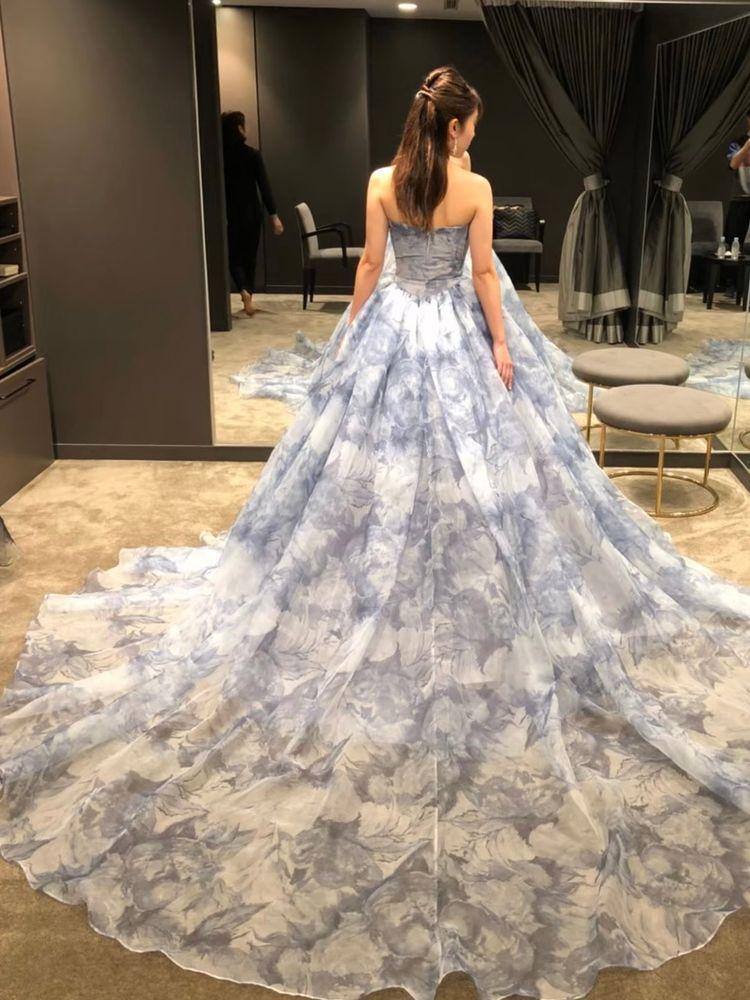 空の中にいるようなドレス