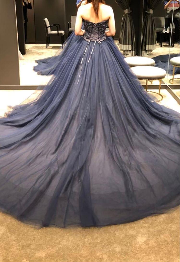 ダークブルーで大人なドレス