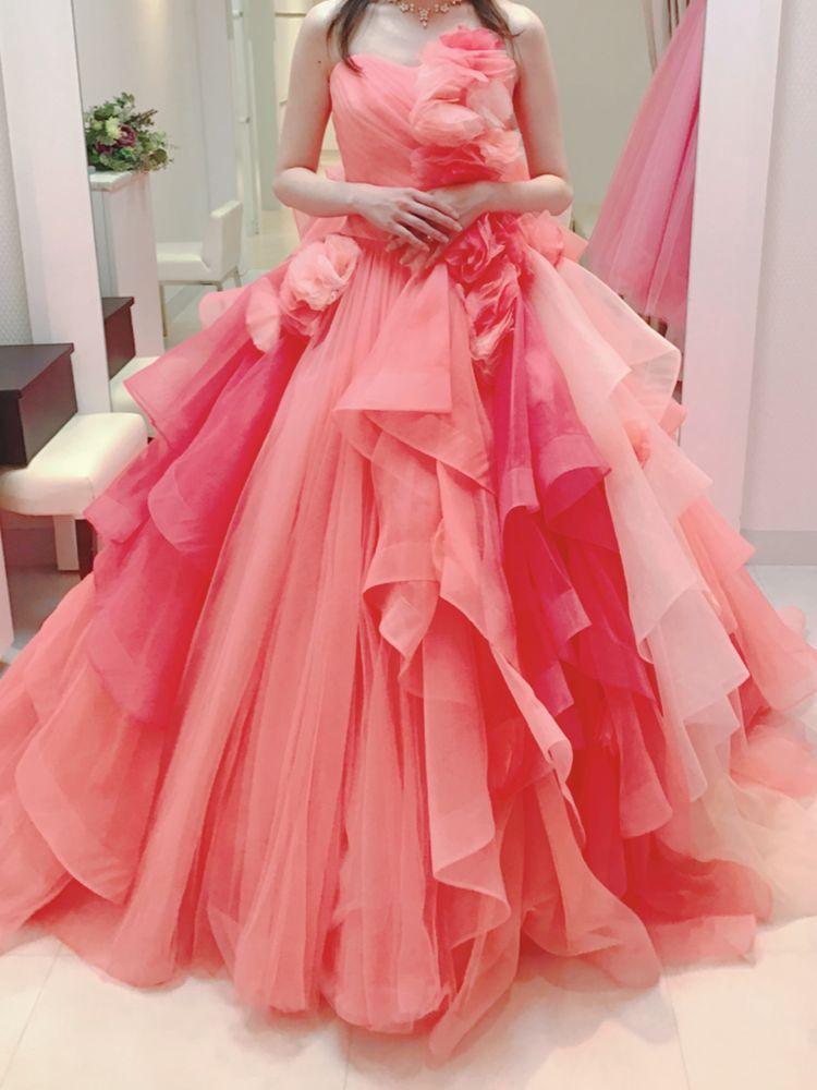 フリルがたくさんのピンクドレス