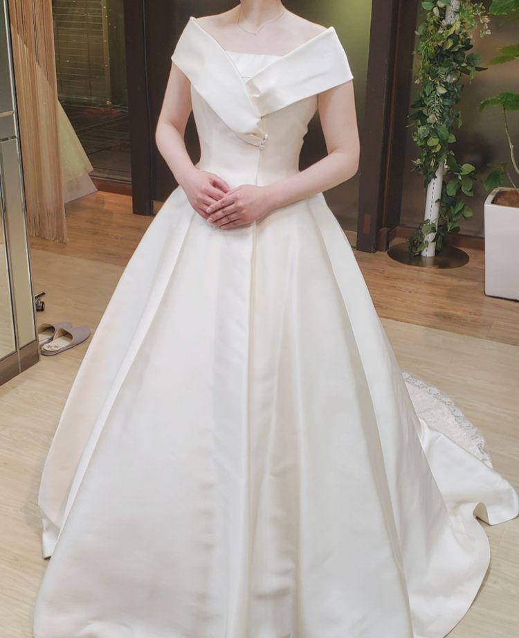 上質でクラシカルなドレス