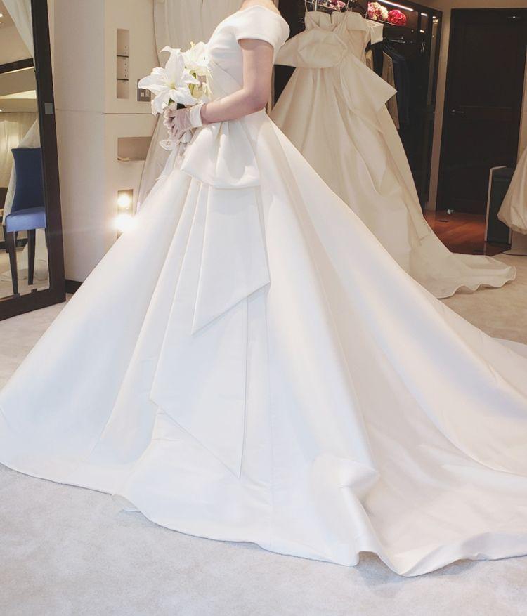 シンプルでラインが綺麗なドレス