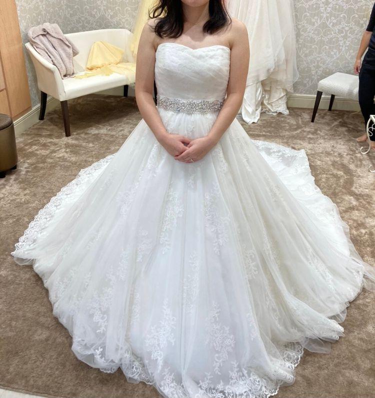 ウエストのビジューが大人可愛いドレス