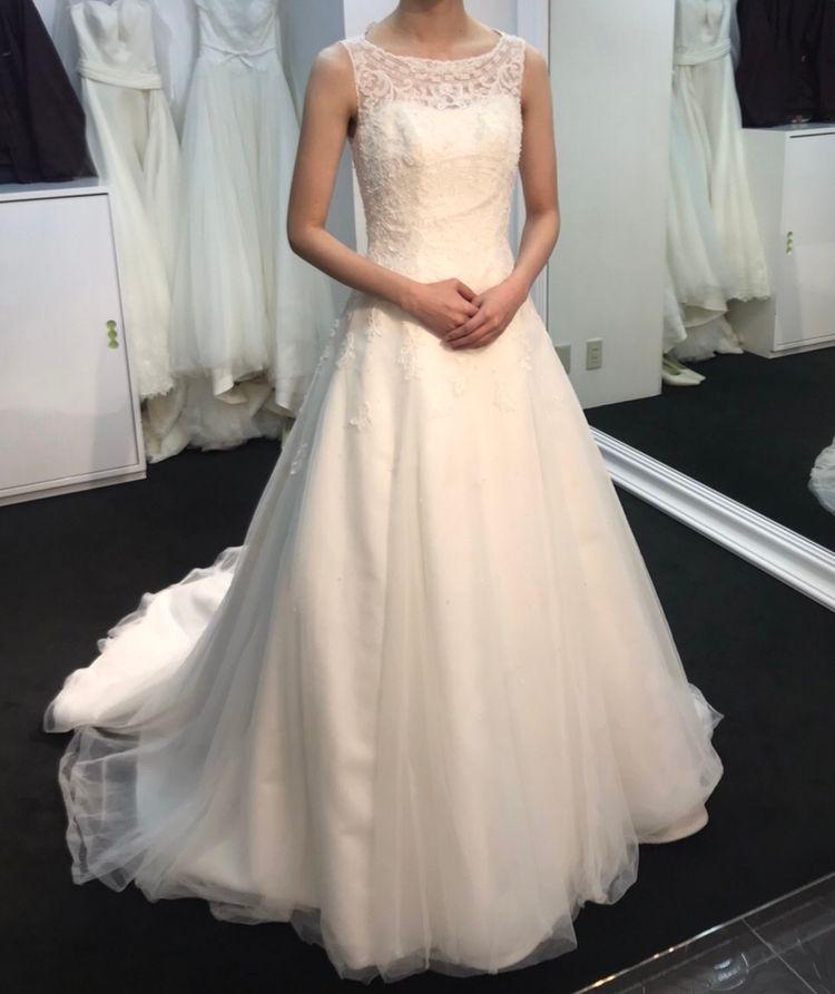 後ろ姿が美しいドレス