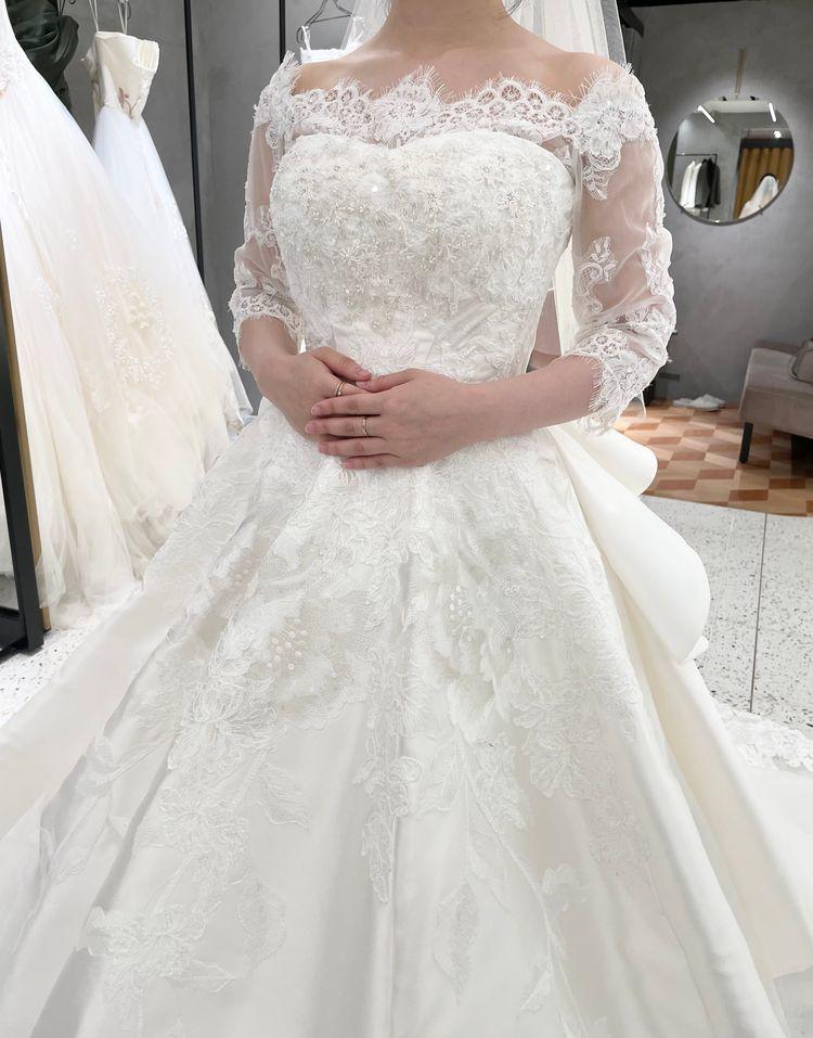 可愛らしさと上品さをあわせ持つ人気のドレス