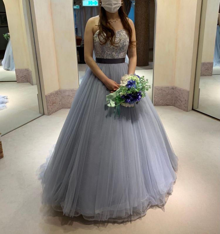 くすみブルーの綺麗なドレス
