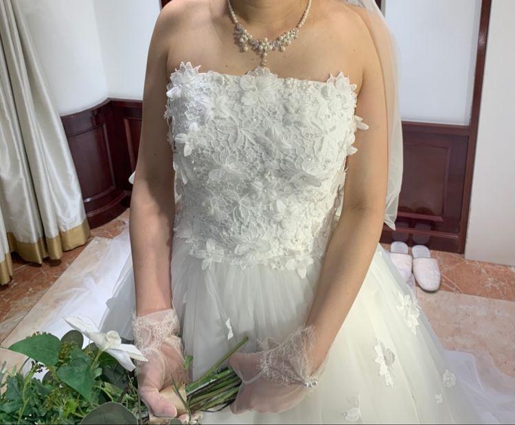 花がたくさんのキュートなドレス
