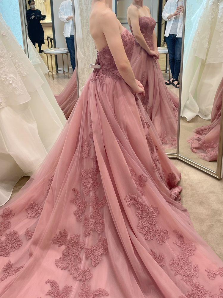 くすみカラーが可愛いドレス