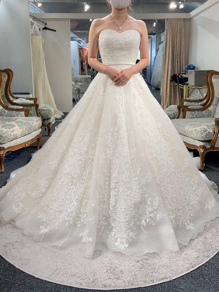 華やかで上品なドレス