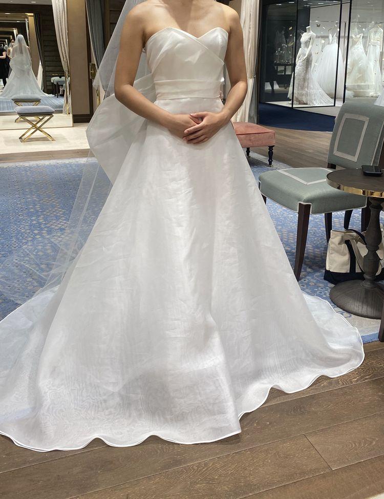 アントニオリーヴァのサテンドレス