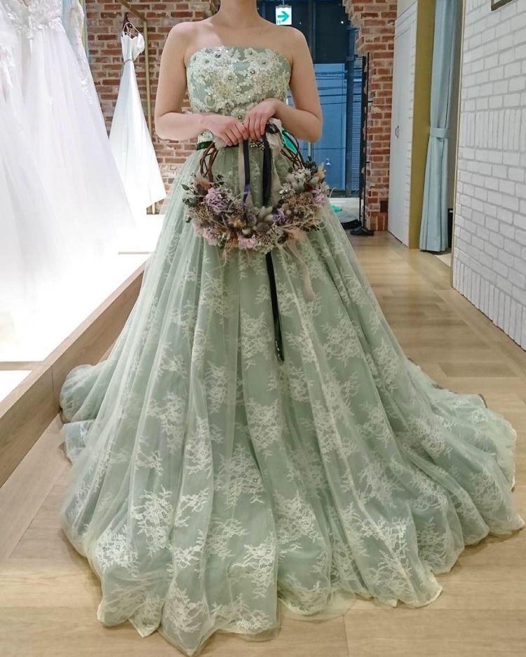 可愛いグリーンドレス
