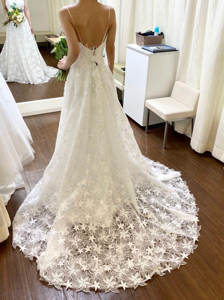 新作のドレス