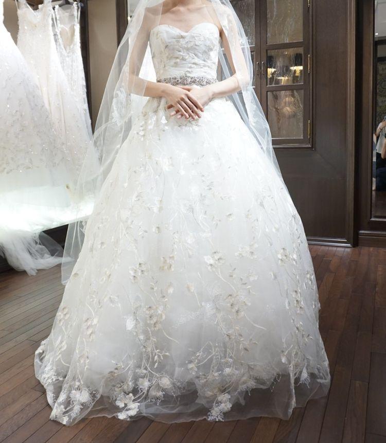 キラキラ刺繍の入ったドレス