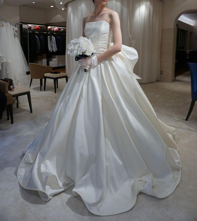 シンプルかつゴージャスなドレス