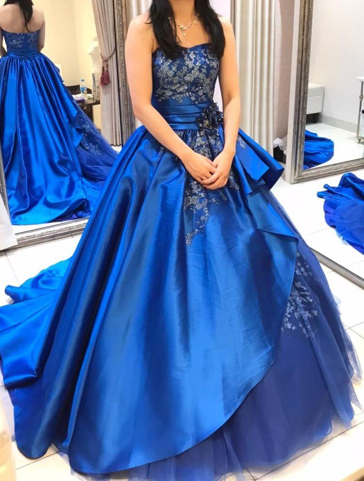 大人っぽいロイヤルブルーのドレス