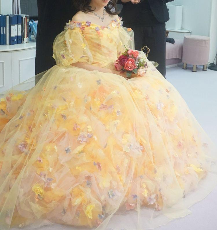 ボリューム感のあるフワフワドレス
