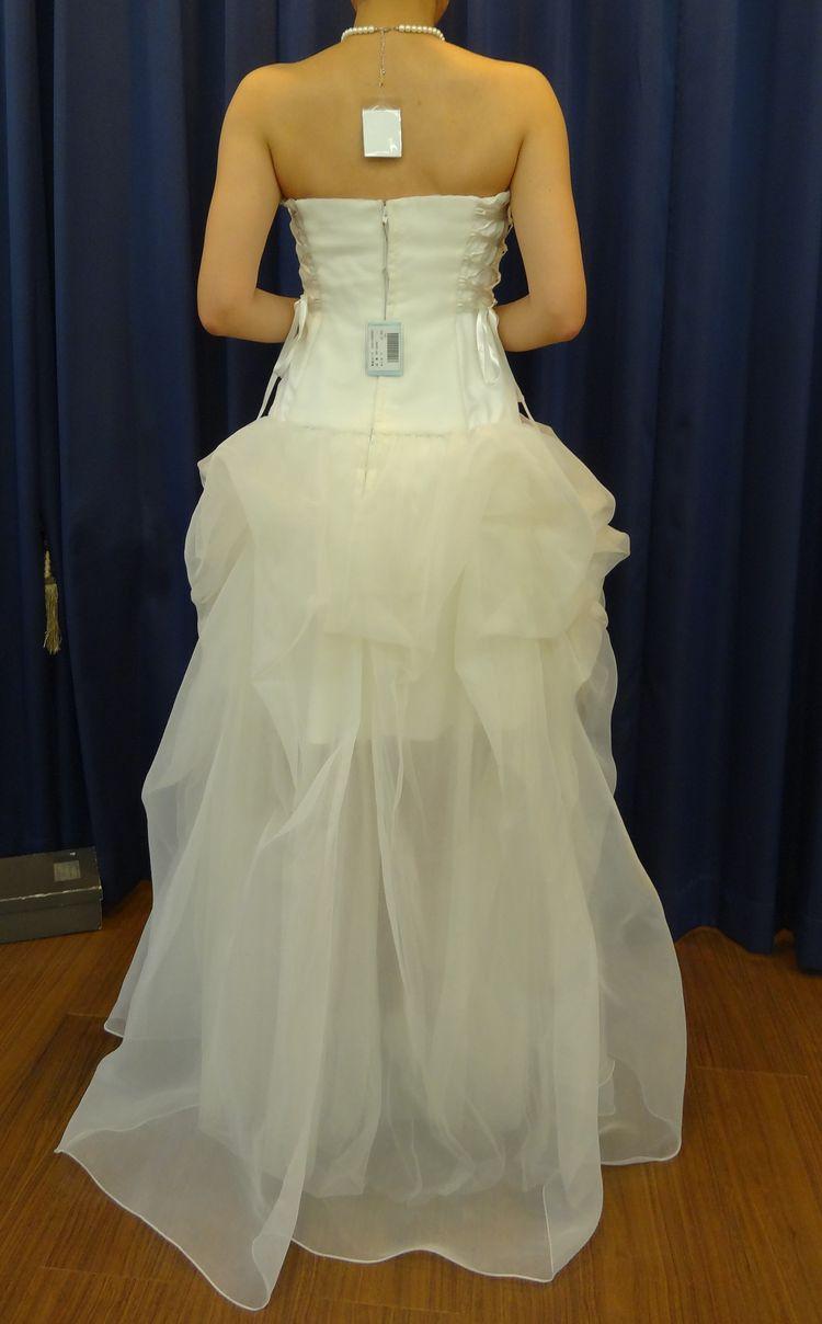 他にないデザインのドレス