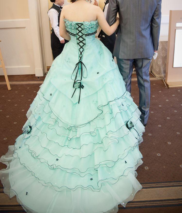 主人が選んだドレスです