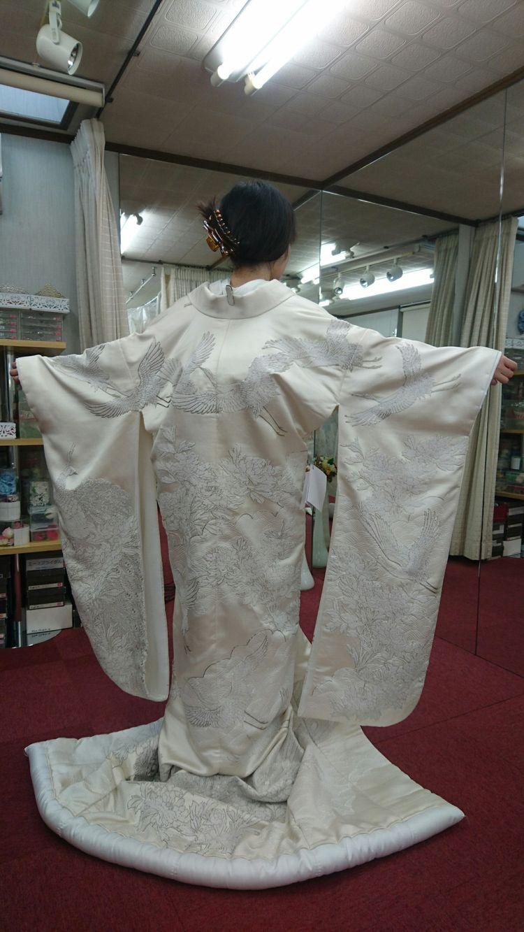 銀駒刺繍が豪華な白無垢