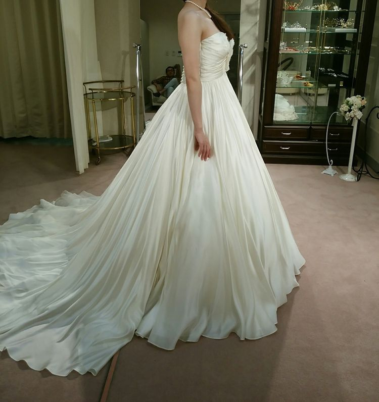 大人のウェディングドレス