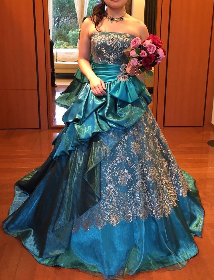 深い緑が綺麗なドレス