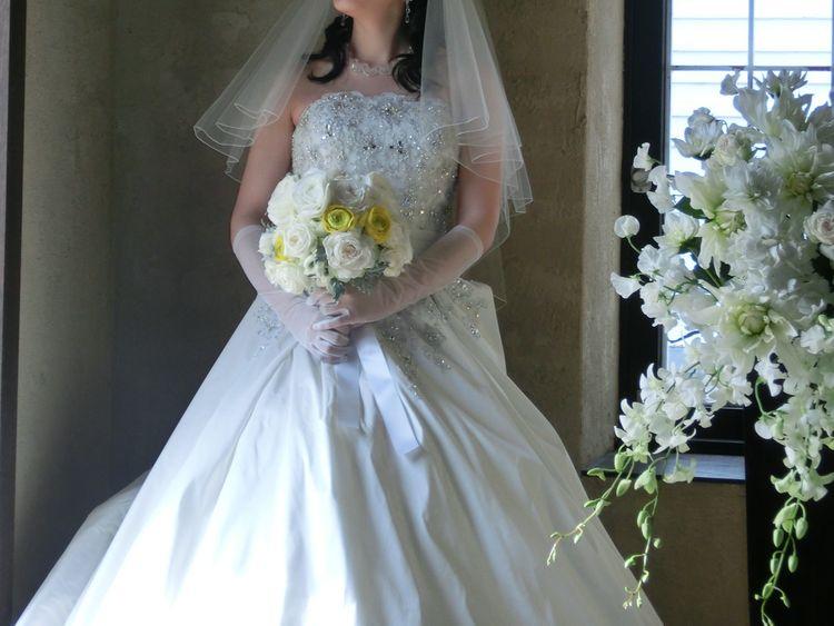 ホワイトドアのAラインドレス