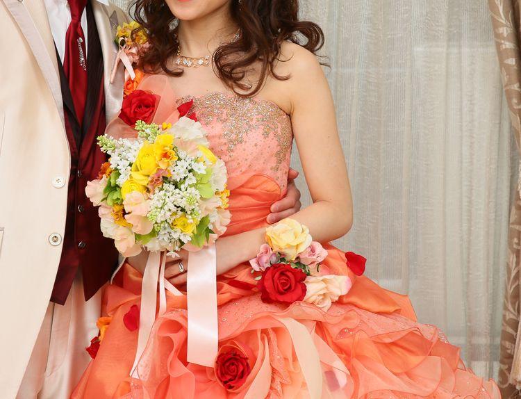 華やかさ抜群のカラードレス