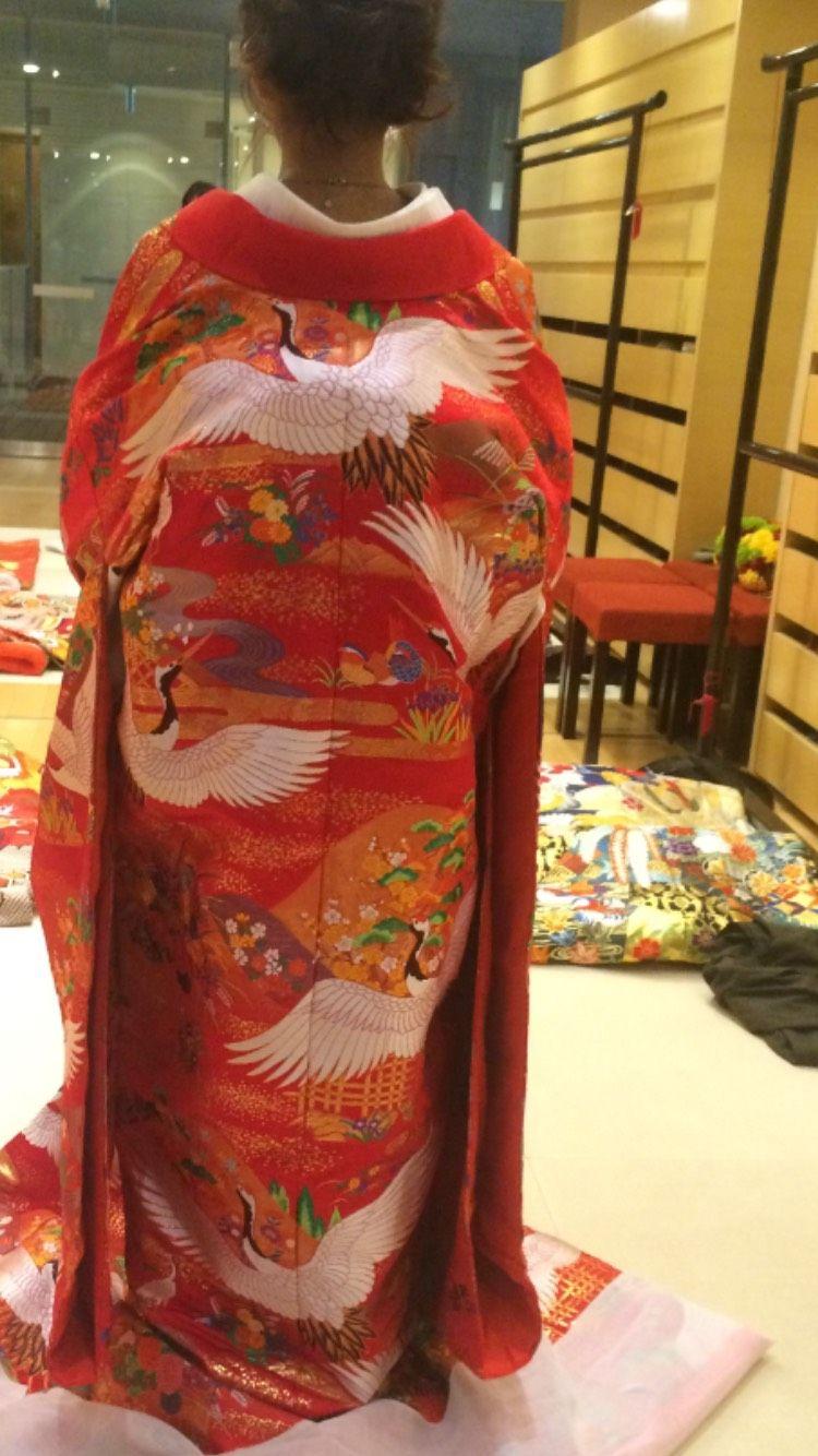 赤色の上品な鶴の打ち掛け
