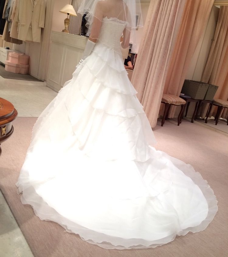 個性が光るドレスがみつかります!