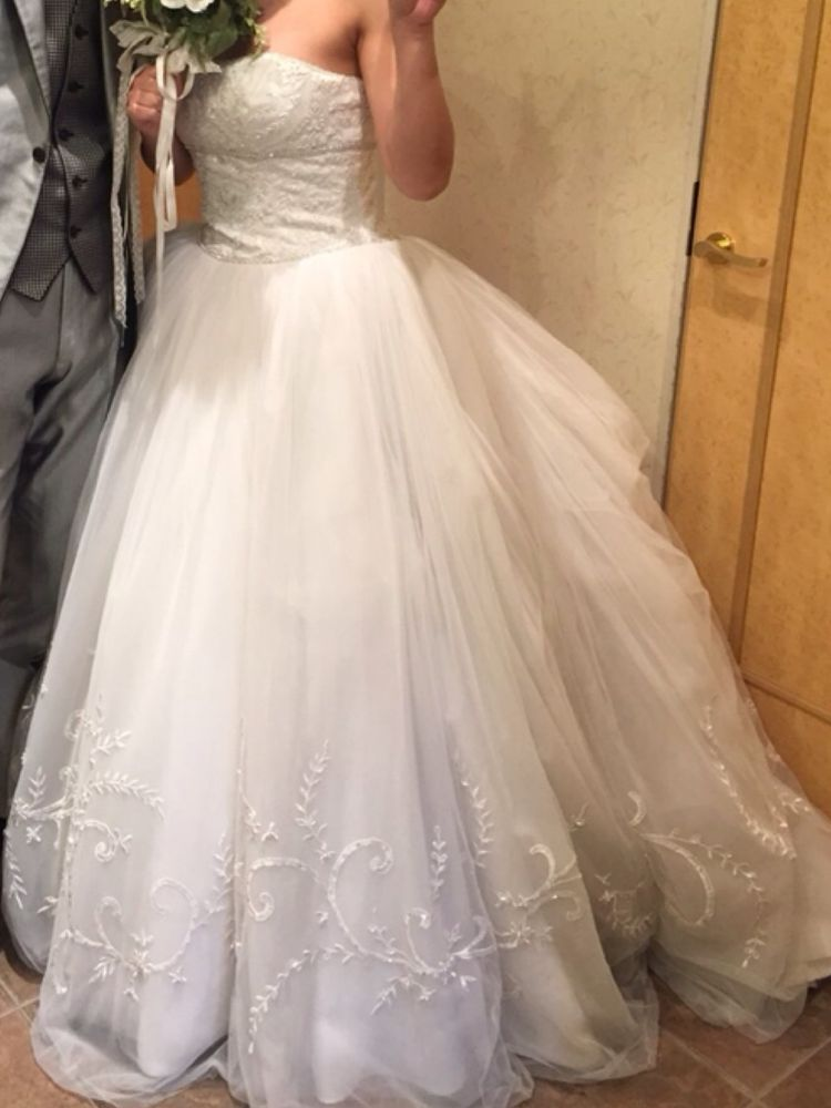 シンプル可愛いウェデイングドレス