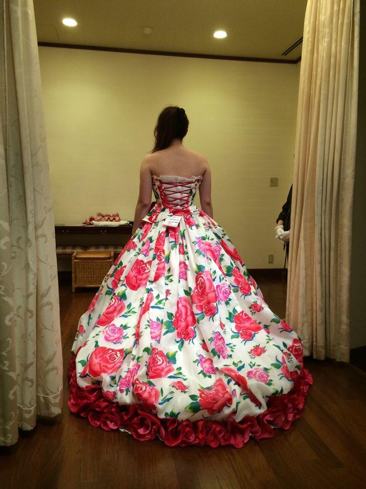 とても華やかで素敵なドレス