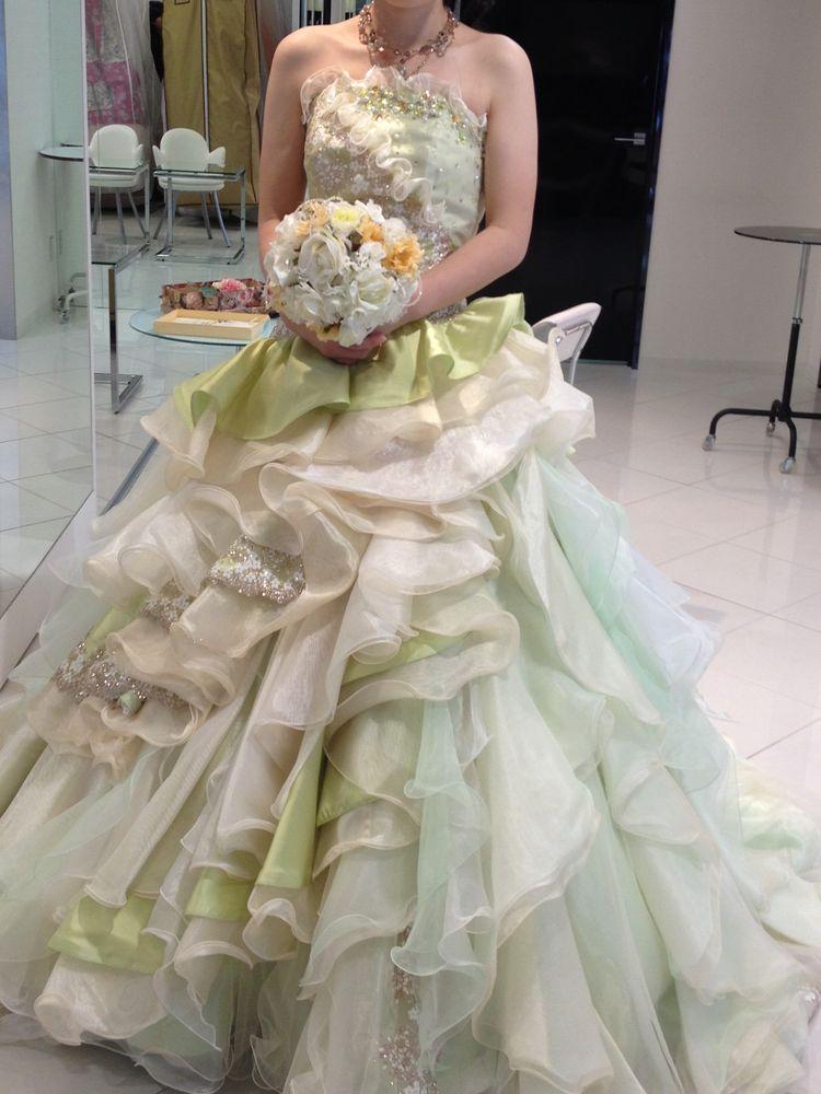 爽やかな淡いグリーンのドレス