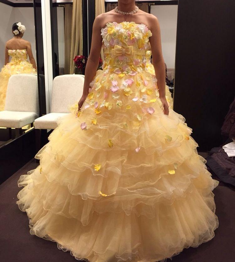 元気な明るいドレス