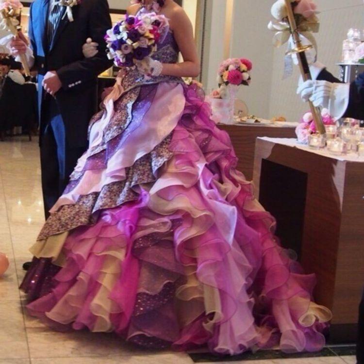 お花の様なフリルをあしらったカワイイカラードレス